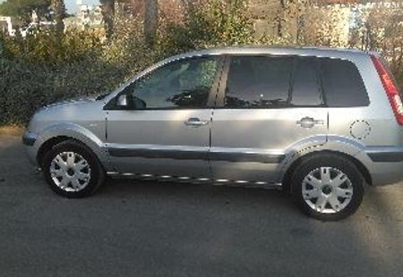 FORD FUSION 2/4